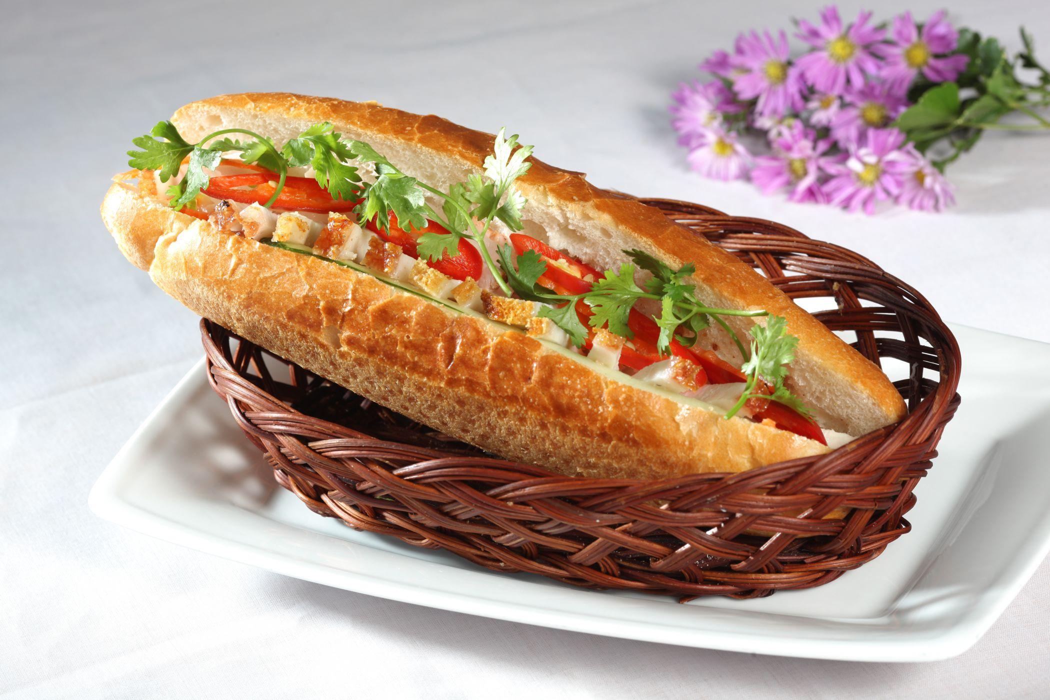 Halal food is served at Terminal 2 of Noi Bai airport - Yallavietnam